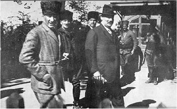 https://www.tarihiolaylar.com/img/tarihiolaylar/ataturk_ve_frank_boulin_ankara_a.jpg